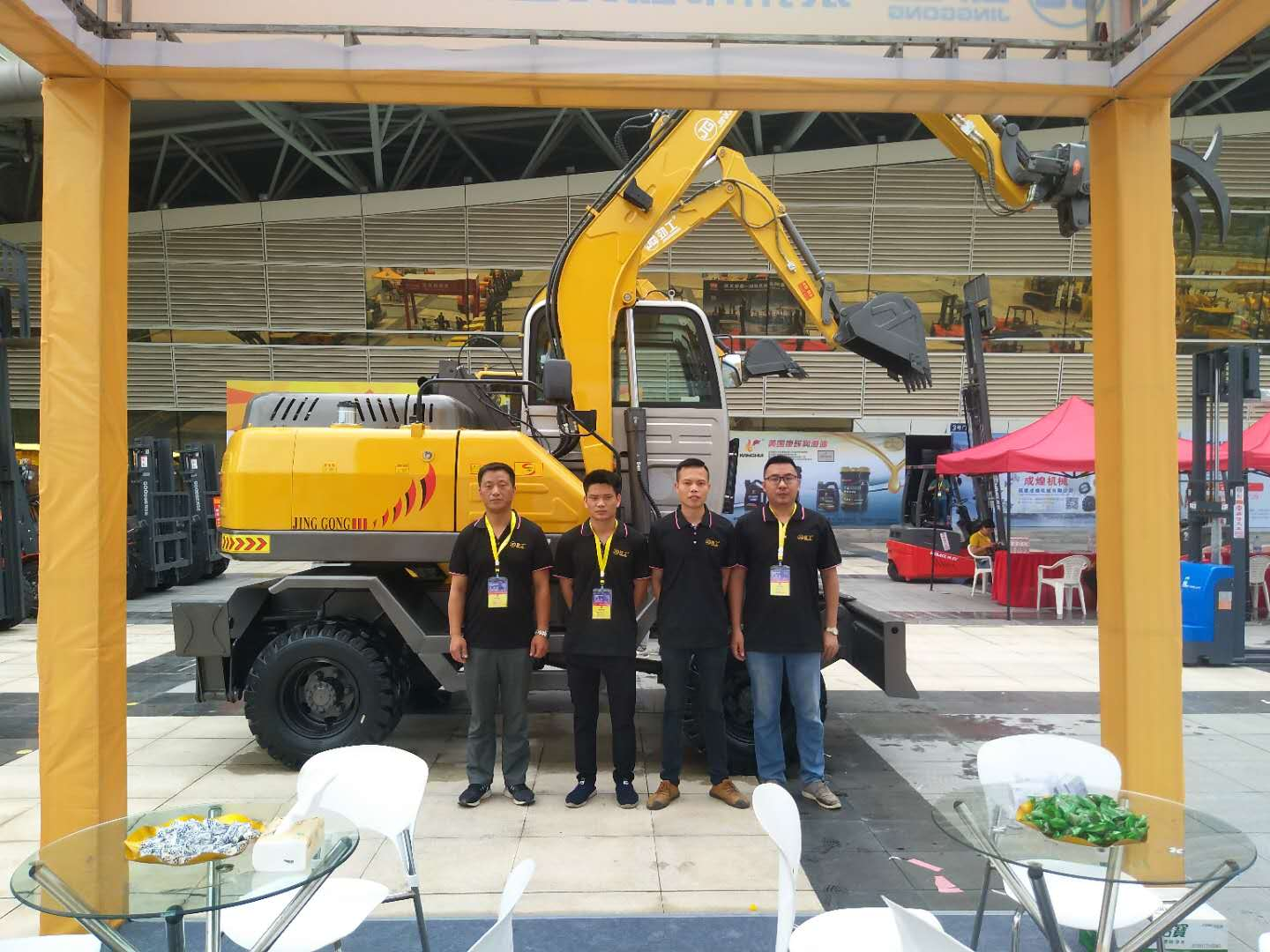 JingGong excavator China agricultural machinery manufacturers participates the first